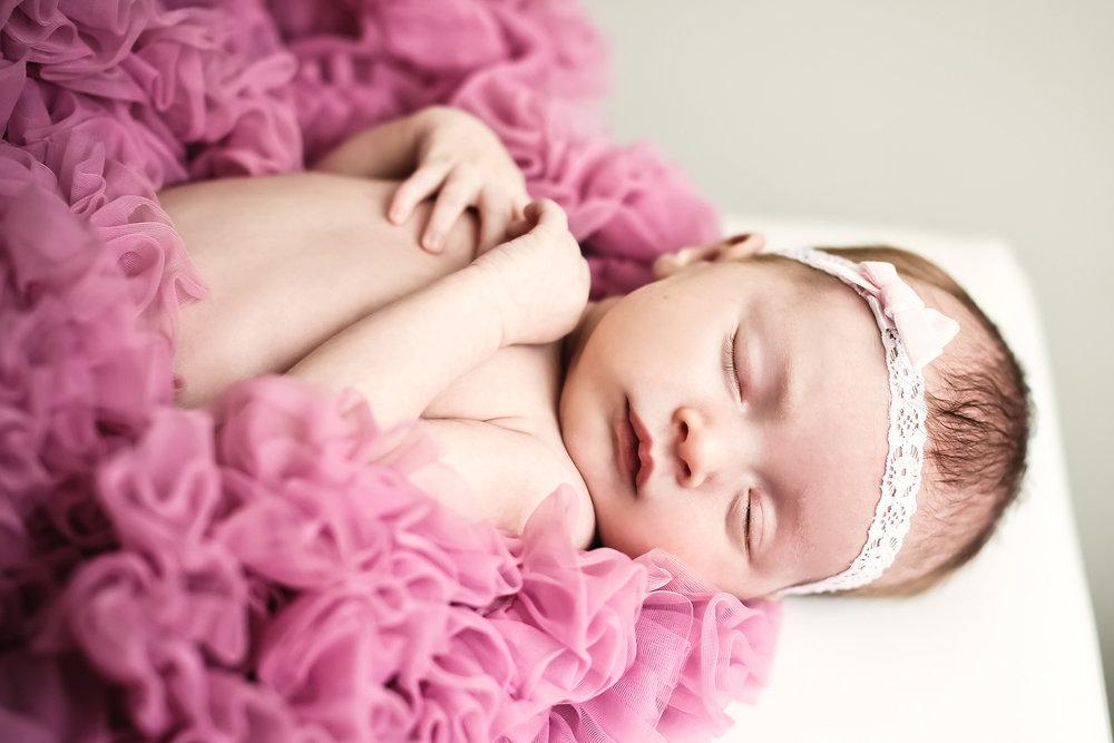 03-Living-Room-Studios-Portraits-Newborn-Tutu.jpg