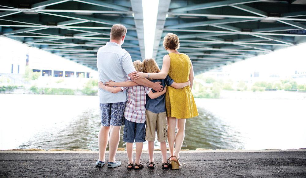 13-Living-Room-Studios-Portraits-Family-Bridge.jpg