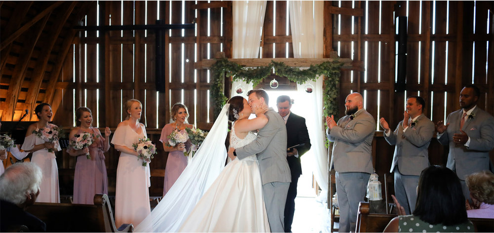 14-Minnesota-Wedding-Photography-by-Vick-Photography-Redeemed-Farm-Ceremony-Barn-Rachel-and-Ricky.jpg
