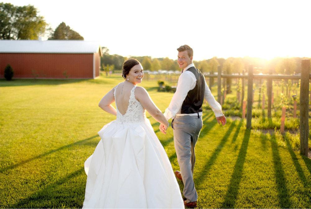 18-Minnesota-Wedding-Photography-by-Vick-Photography-Redeemed-Farm-Sunset-Rachel-and-Ricky.jpg