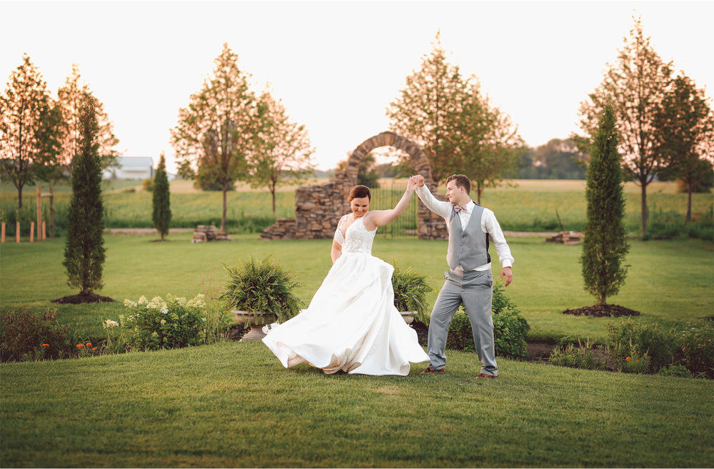 19-Minnesota-Wedding-Photography-by-Vick-Photography-Redeemed-Farm-Sunset-Rachel-and-Ricky.jpg