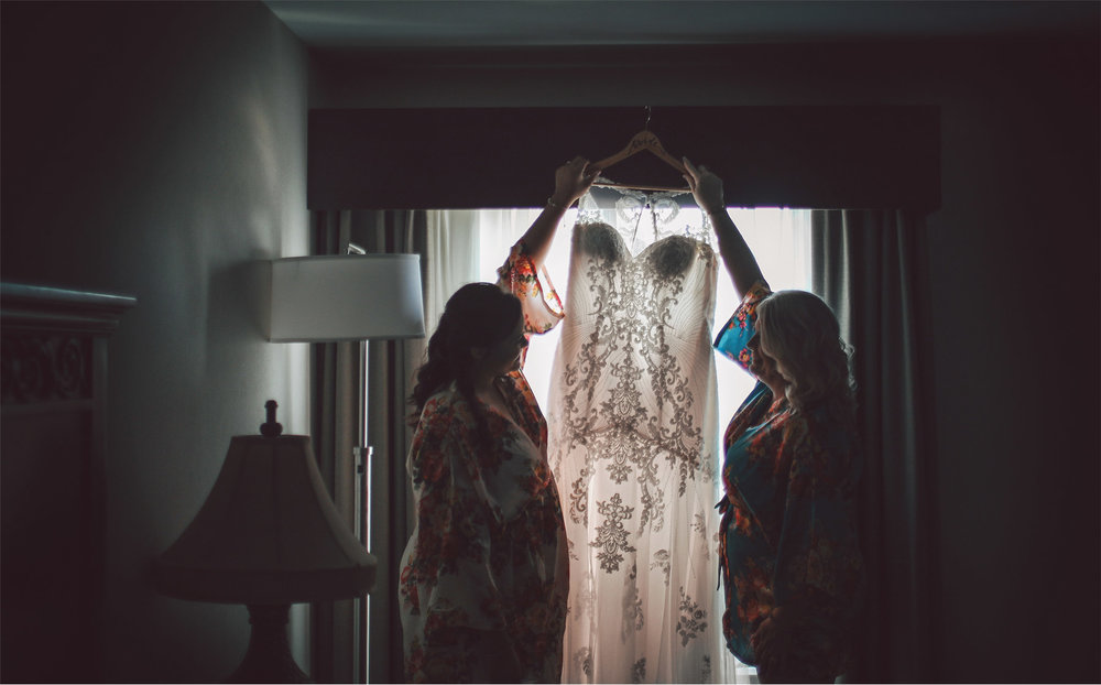01-Minneapolis-Minnesota-Wedding-Photography-by-Vick-Photography-Getting-Ready-Dress-Maliah-and-Brad.jpg