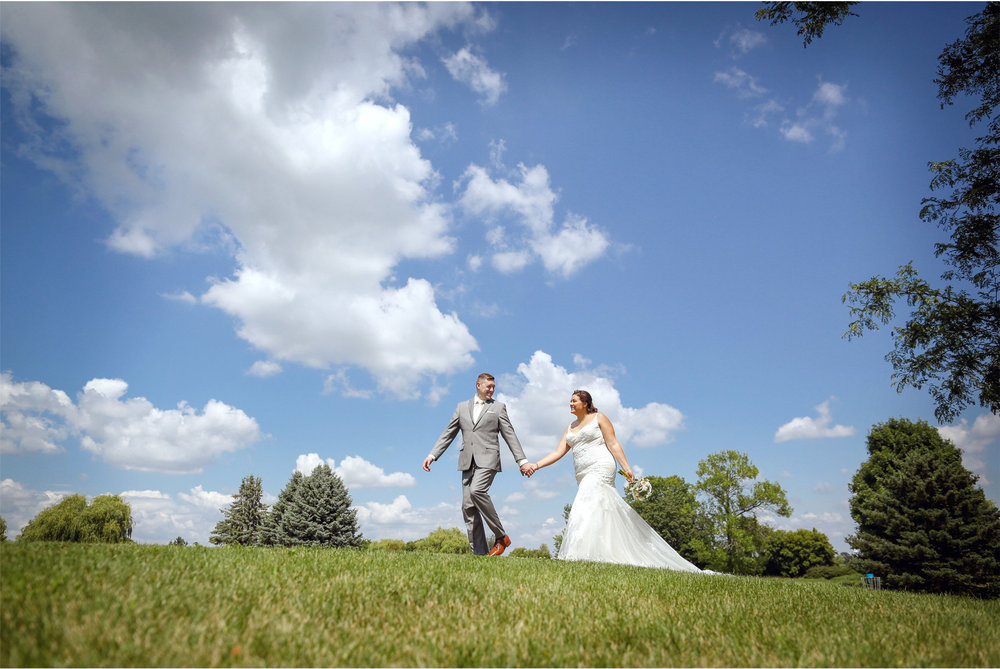 08-Minneapolis-Minnesota-Wedding-Photography-by-Vick-Photography-First-Look-Blue-Sky-Maliah-and-Brad.jpg