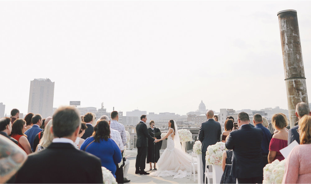 11-St-Paul-Minnesota-Wedding-Photography-by-Vick-Photography-Abulae-Rooftop-Ceremony-Skyline-Ashley-and-Michael.jpg