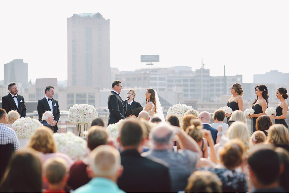 13-St-Paul-Minnesota-Wedding-Photography-by-Vick-Photography-Abulae-Rooftop-Ceremony-Skyline-Ashley-and-Michael.jpg