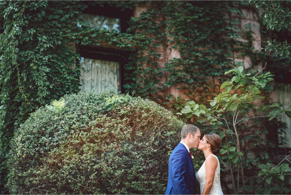 05-Minneapolis-Minnesota-Wedding-Photographer-by-Vick-Photography-Van-Dusen-Mansion-First-Look-Ivy-Megan-and-Ned.jpg