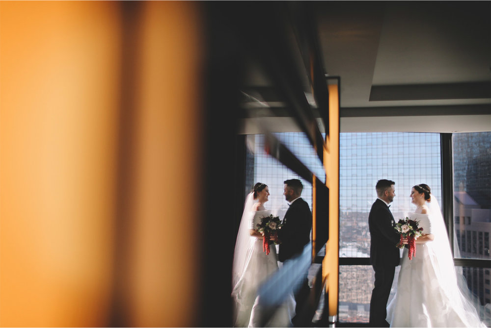 07-Minneapolis-Minnesota-Wedding-Photography-by-Vick-Photography-Loews-Hotel-First-Look-Caitlin-and-Alec.jpg