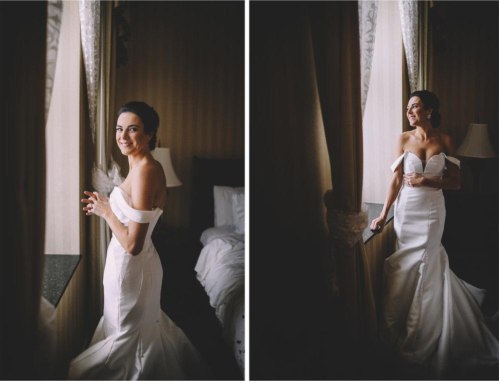04-Minneapolis-Minnesota-Wedding-Photographer-Andrew-Vick-Photography-Bride-Morning-Window-Allison-and-Steve.jpg