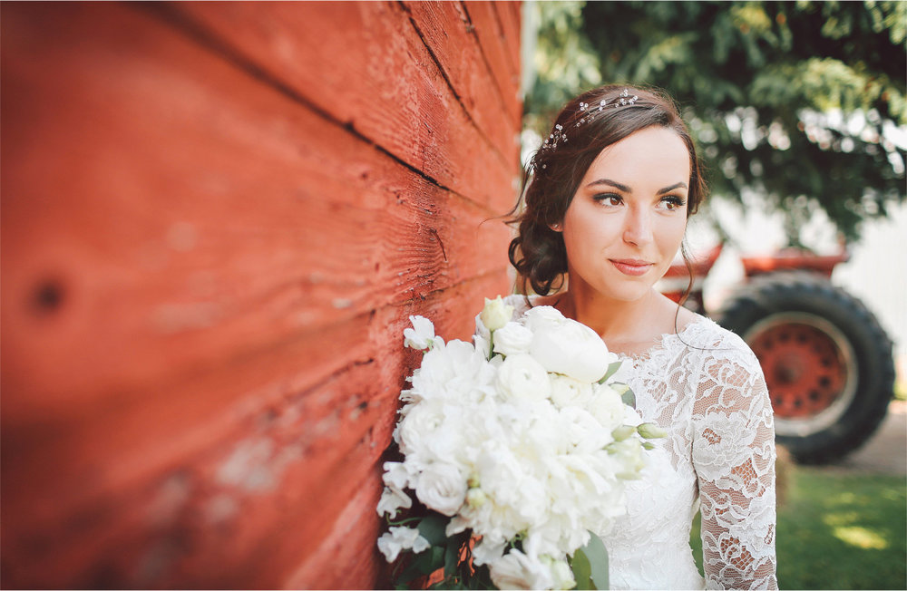 06-South-Haven-Minnesota-Wedding-Photographer-by-Andrew-Vick-Photography-Summer-Tomala-Farm-Bride-Flowers-Lace-Dress-Vintage-Renee-and-Bobb.jpg