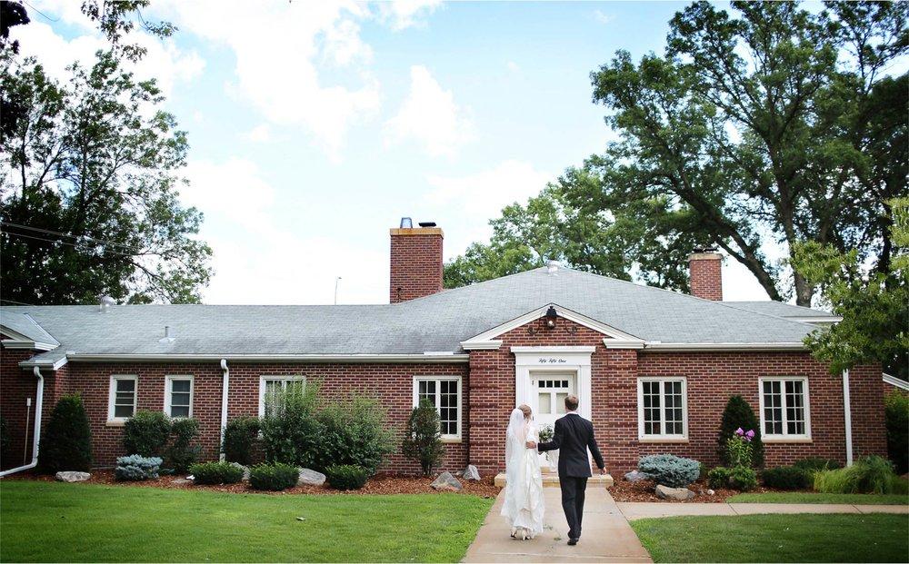 13-Edina-Minnesota-Wedding-Photographer-by-Andrew-Vick-Photography-Summer-Our-Lady-of-Grace-Catholic-Parish-Church-Bride-Groom-Betsy-and-Jon.jpg
