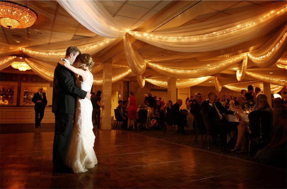 28-Edina-Minnesota-Wedding-Photographer-by-Andrew-Vick-Photography-Summer-Country-Club-Bride-Groom-Reception-Dance-Betsy-and-Jon.jpg