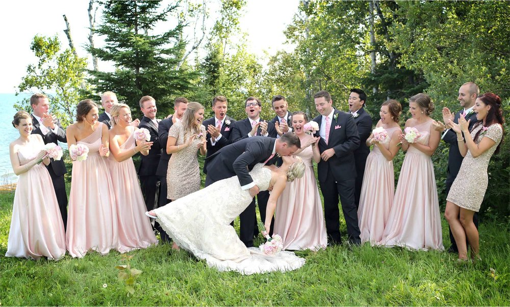 13-Duluth-Minnesota-Wedding-Photographer-by-Andrew-Vick-Photography-Summer-Bride-Groom-Bridal-Party-Groomsmen-Bridesmaids-Kiss-Lake-Superior-Lindsey-and-Adam.jpg