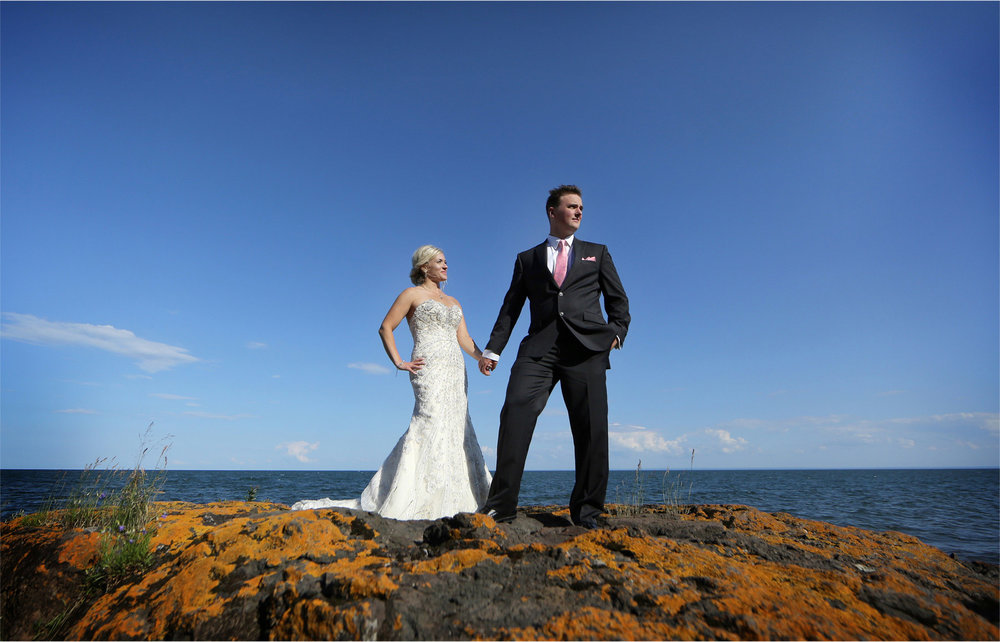 16-Duluth-Minnesota-Wedding-Photographer-by-Andrew-Vick-Photography-Summer-Groom-Bride-Lake-Superior-Lindsey-and-Adam.jpg
