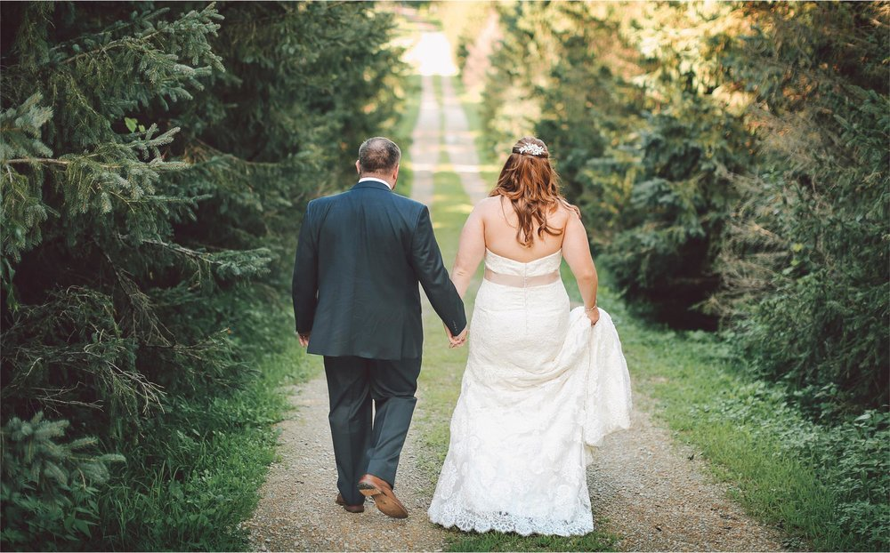 18-Cannon-Falls-Minnesota-Wedding-Photographer-by-Andrew-Vick-Photography-Summer-River-Winery-Bride-Groom-Vintage-Becca-and-Donal.jpg