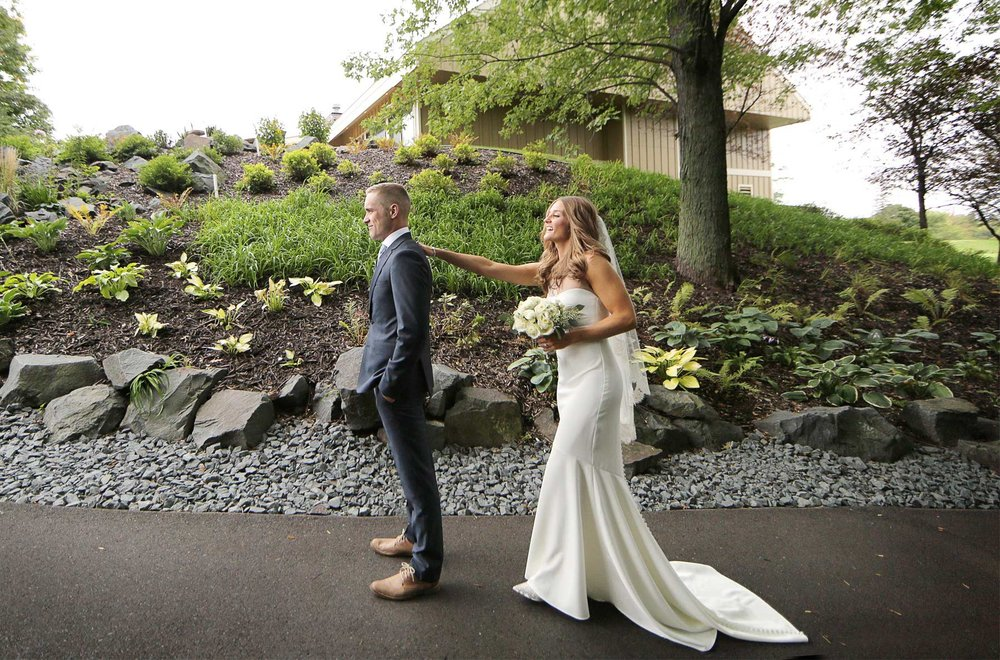 04-Dellwood-Minnesota-Wedding-Photographer-by-Andrew-Vick-Photography-Summer-Country-Club-First-Meeting-Look-Bride-Groom-Flowers-Sarah-and-Landon.jpg