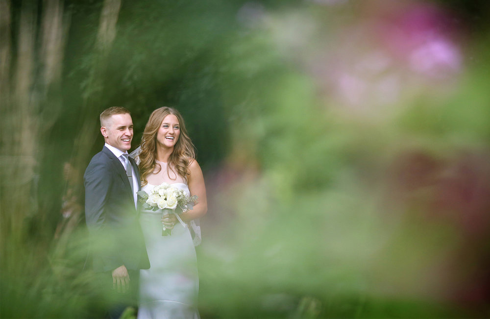 05-Dellwood-Minnesota-Wedding-Photographer-by-Andrew-Vick-Photography-Summer-Country-Club-First-Meeting-Look-Bride-Groom-Sarah-and-Landon.jpg