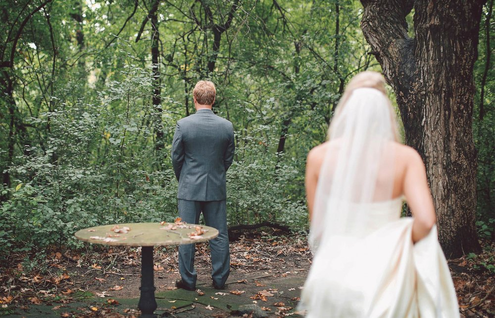 04-Minneapolis-Minnesota-Wedding-Photographer-by-Andrew-Vick-Photography-Fall-Autumn-Parents-House-First-Meeting-Look-Backyard-Bride-Groom-Vintage-Krissy-and-James.jpg