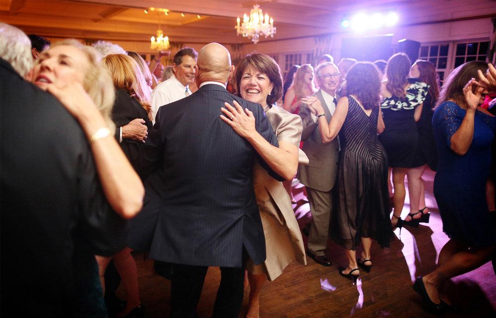 23-Minneapolis-Minnesota-Wedding-Photographer-by-Andrew-Vick-Photography-Fall-Autumn-Minikahda-Club-Reception-Dance-Guests-Krissy-and-James.jpg