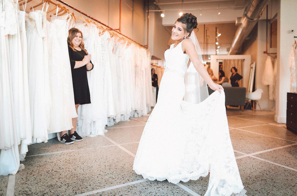 11-Minneapolis-Minnesota-Wedding-Photographer-by-Andrew-Vick-Photography-Fall-Autumn-Loring-Park-A-Be-Bridal-Shop-Bride-Dress-Stylist-Vintage-Paula-and-Jason.jpg