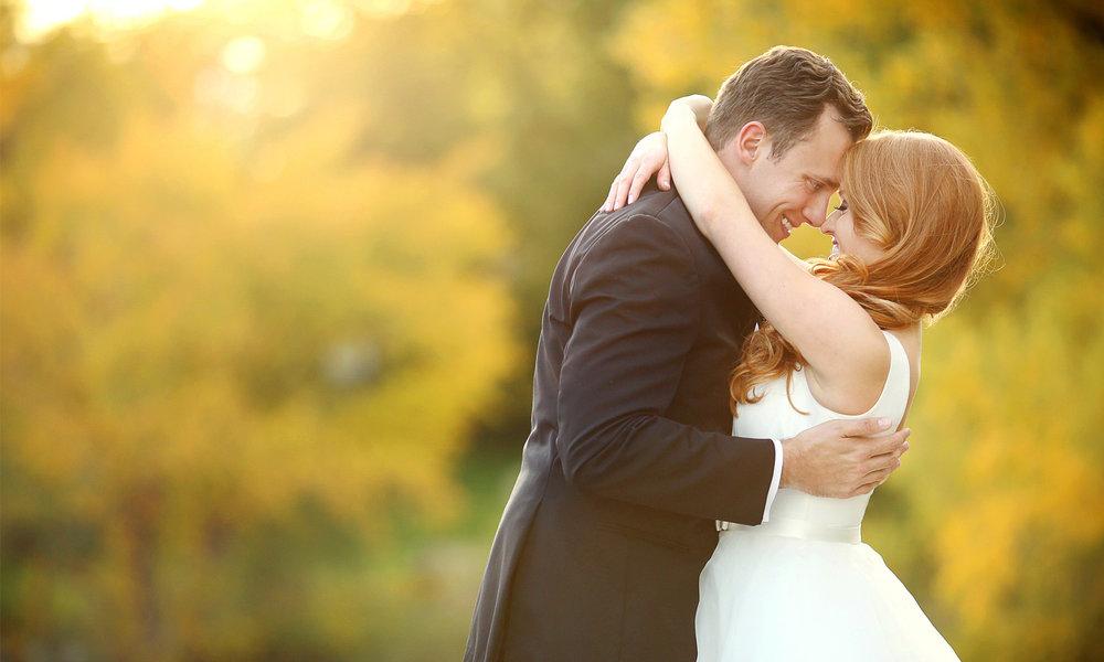 21-Minneapolis-Minnesota-Wedding-Photographer-by-Andrew-Vick-Photography-Fall-Autumn-Lake-Calhoun-Bride-Groom-Hug-Embrace-Kristy-and-Jack.jpg