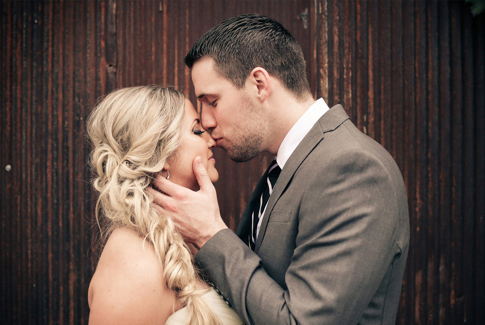 15-Stillwater-Minnesota-Wedding-Photographer-by-Andrew-Vick-Photography-Fall-Autumn-Bride-Groom-Embrace-Kiss-Vintage-Micaela-and-Derek.jpg