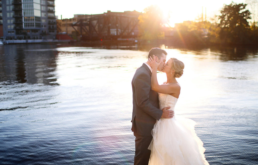 21-Milwaukee-Wisconsin-Wedding-Photographer-by-Andrew-Vick-Photography-Fall-Autumn-Destination-Bride-Groom-Downtown-River-Kiss-Sunset-Sunflare-Tina-and-Kevin.jpg