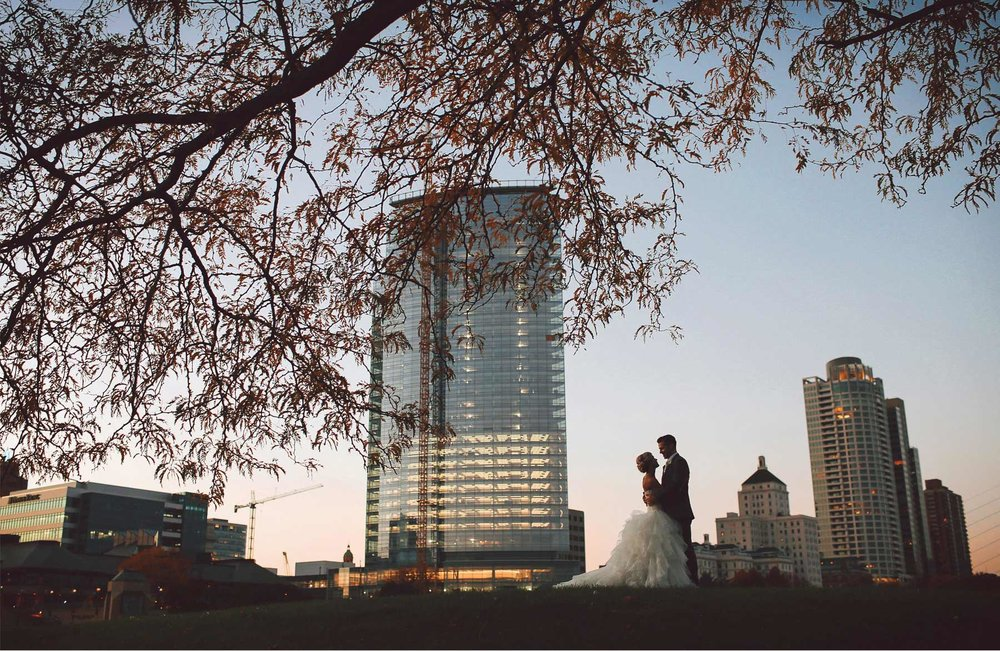 24-Milwaukee-Wisconsin-Wedding-Photographer-by-Andrew-Vick-Photography-Fall-Autumn-Destination-Bride-Groom-Downtown-Embrace-Vintage-Tina-and-Kevin.jpg