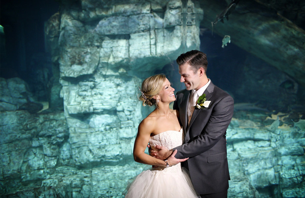 25-Milwaukee-Wisconsin-Wedding-Photographer-by-Andrew-Vick-Photography-Fall-Autumn-Discovery-World-Pilot-House-Destination-Bride-Groom-Embrace-Fish-Aquarium-Tina-and-Kevin.jpg