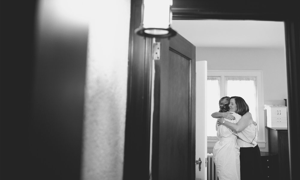01-Saint-Paul-Minnesota-Wedding-Photographer-by-Andrew-Vick-Photography-Fall-Autumn-Parents-House-Getting-Ready-Bride-Mother-Embrace-Hug-Black-and-White-Kathryn-and-Sam.jpg