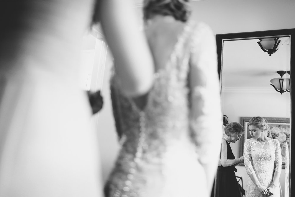 01-La-Canada-Flintridge-California-Wedding-Photographer-by-Andrew-Vick-Photography-Fall-Autumn-Destination-Getting-Ready-Bride-Mother-Parents-Dress-Reflection-Fawn-and-Jay.jpg