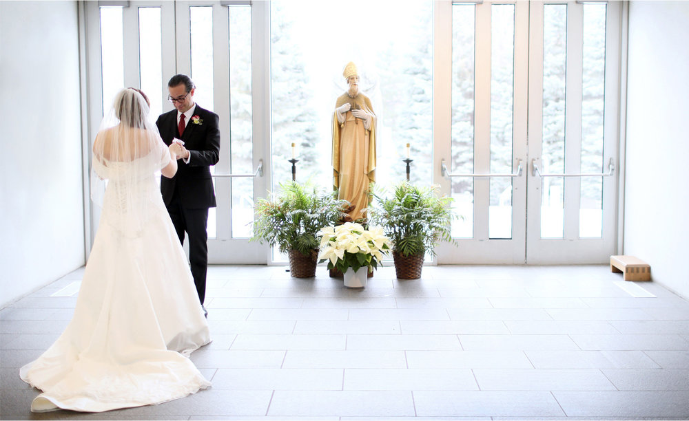 06-Edina-Minnesota-Wedding-Photographer-by-Andrew-Vick-Photography-Winter-Saint-Patricks-Catholic-Church-First-Meeting-Look-Bride-Groom-Elizabeth-and-Brian.jpg
