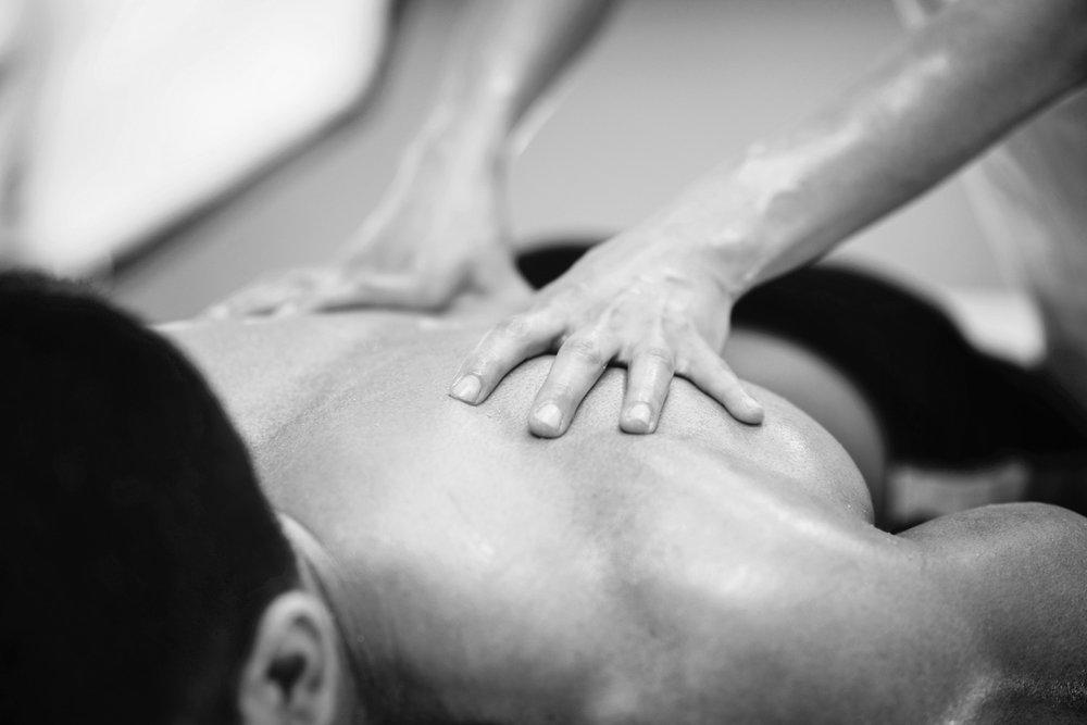Dr_Adeel_Munshi_Perth_Traditional_Chinese_Medicine_Practitioner_SERVICES_Deep_Tissue_Massage.jpg