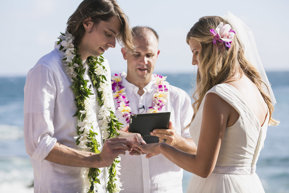 025_Laid_Back_Hawaiian_Beach_Wedding.jpg