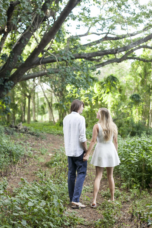 001_Epic_Cliff_Kauai_Beach_Engagement.jpg