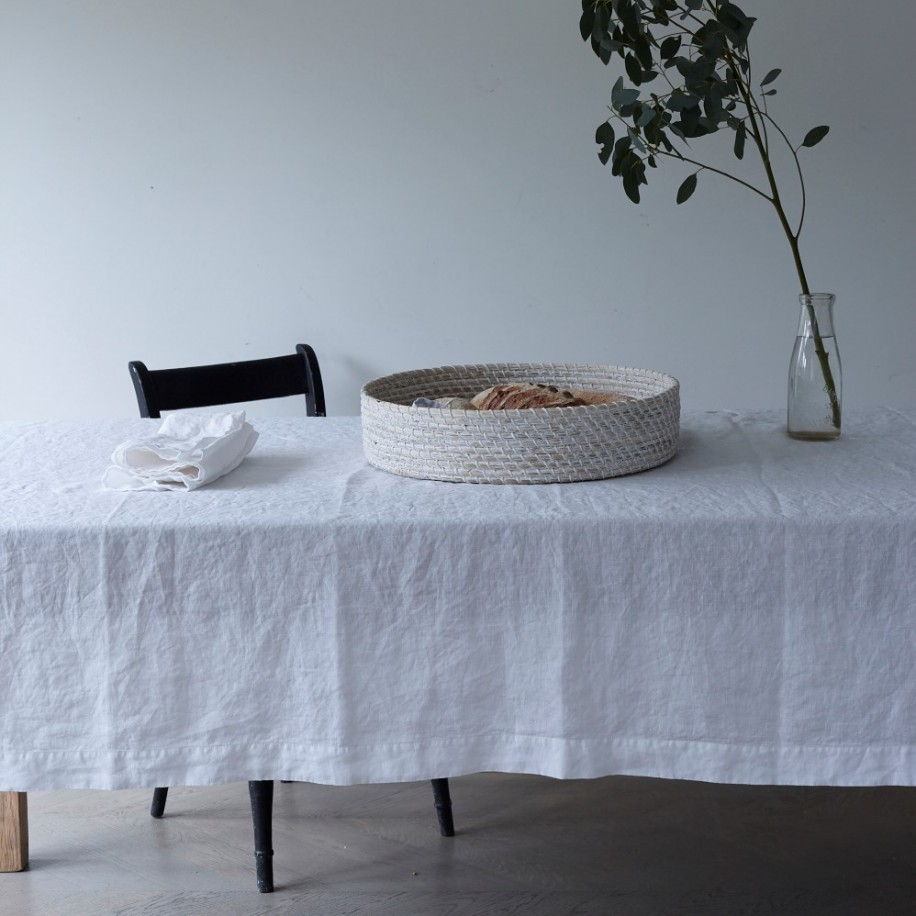 white_linen_tablecloth_and_napkin_1_1.jpg
