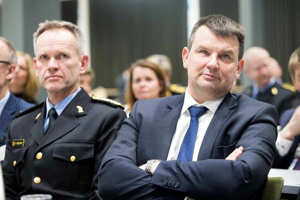 Justis Tor Mikkel Wara (Frp) må snart ta sterkere virkemidler i bruk for å stoppe de gjengkriminelle som faktisk er tatt - og dømt - men som fortsatt er på frifot.  Foto: (NTB scanpix)