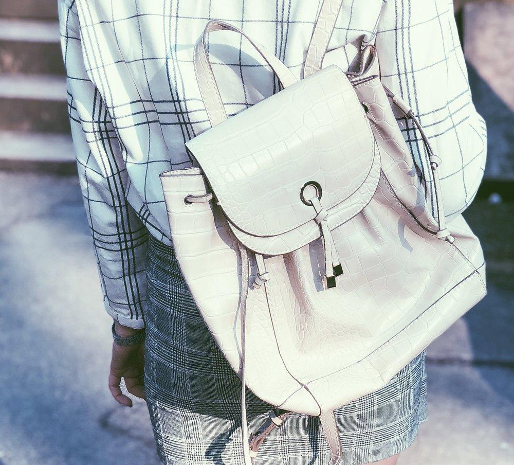 Shirt: Roamers and seekers, Skirt: H&M, Bag: Zara