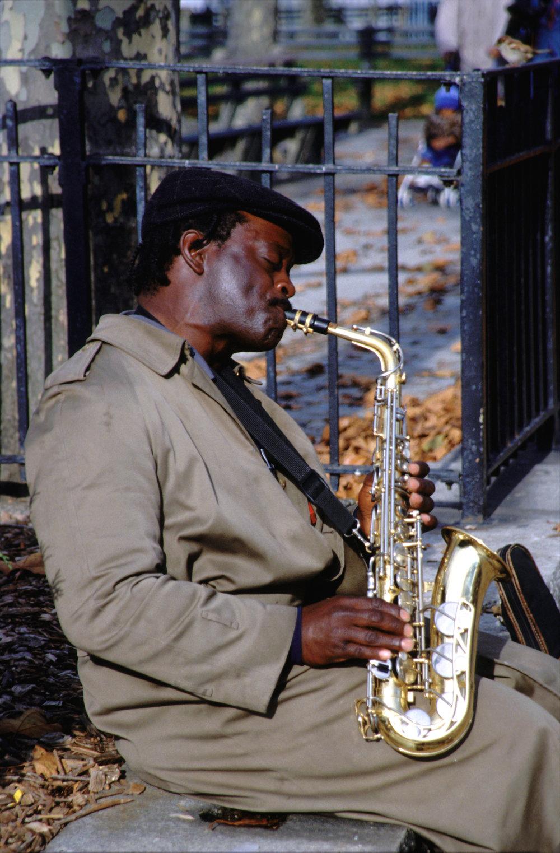 saxophoniste noir.JPG
