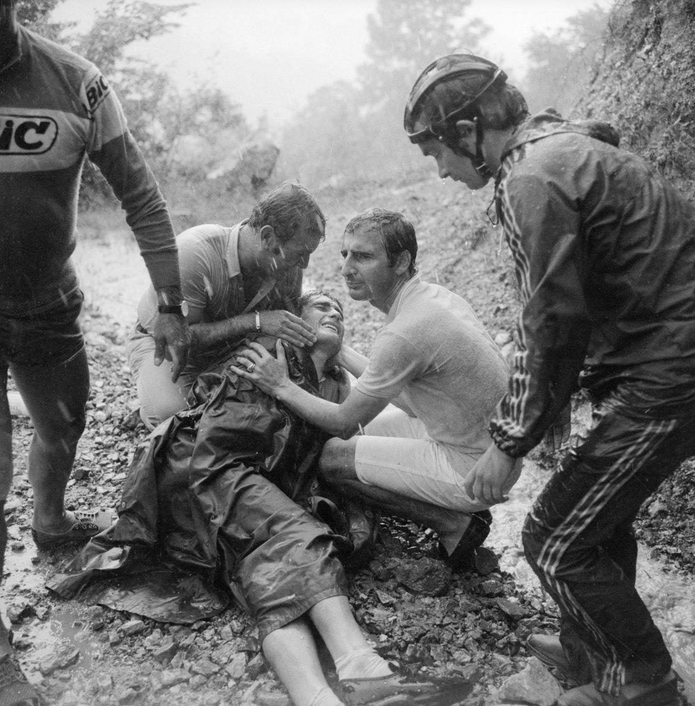 Luis Ocana med en ødelagt skulder efter påkørsel af Zoetemelk. LEGROS/Scanpix Denmark