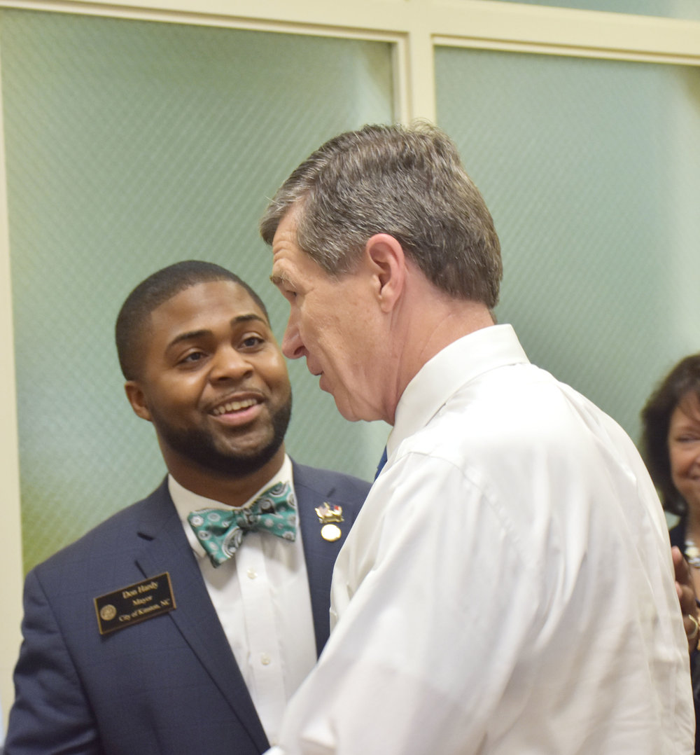 Gov. Roy Cooper and Kinston Mayor Dontario Hardy chat about recovery relief in Kinston. Photo by Bryan Hanks / Neuse Neuse