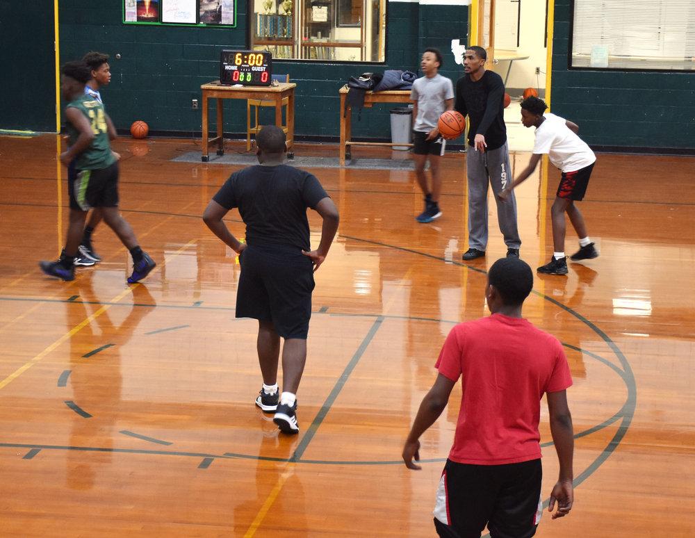 Rochelle Middle School head basketball coach Joshua Dawson teaches a play during a recent practice. Photo by Bryan Hanks / Neuse News