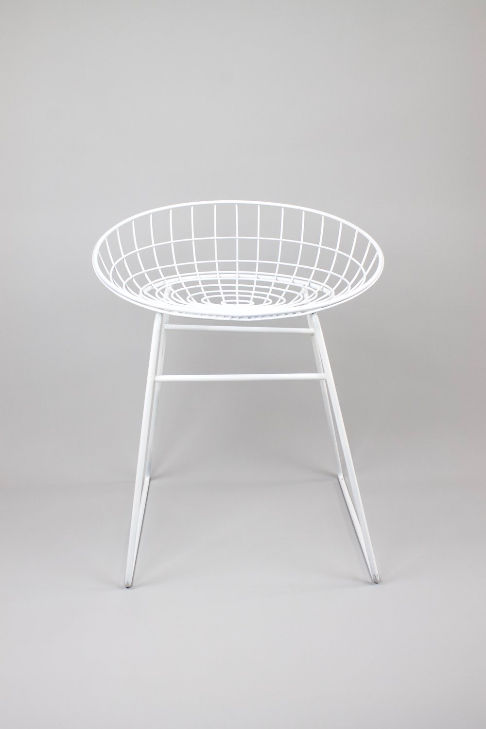 White wire chair    Steel wire chair from the fifties. Functional and transparent design by Cees Braakman and Adriaan Dekker for Pastoe. This piece was inherited.