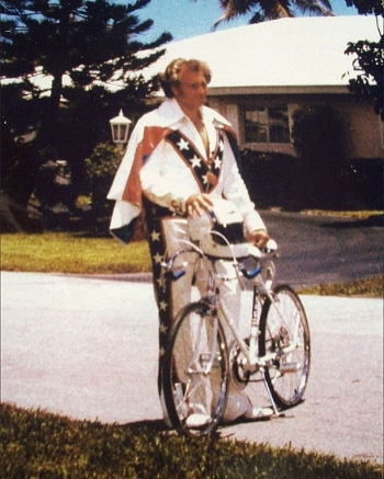 440px-At_Home_With_Evel_Knievel.jpg