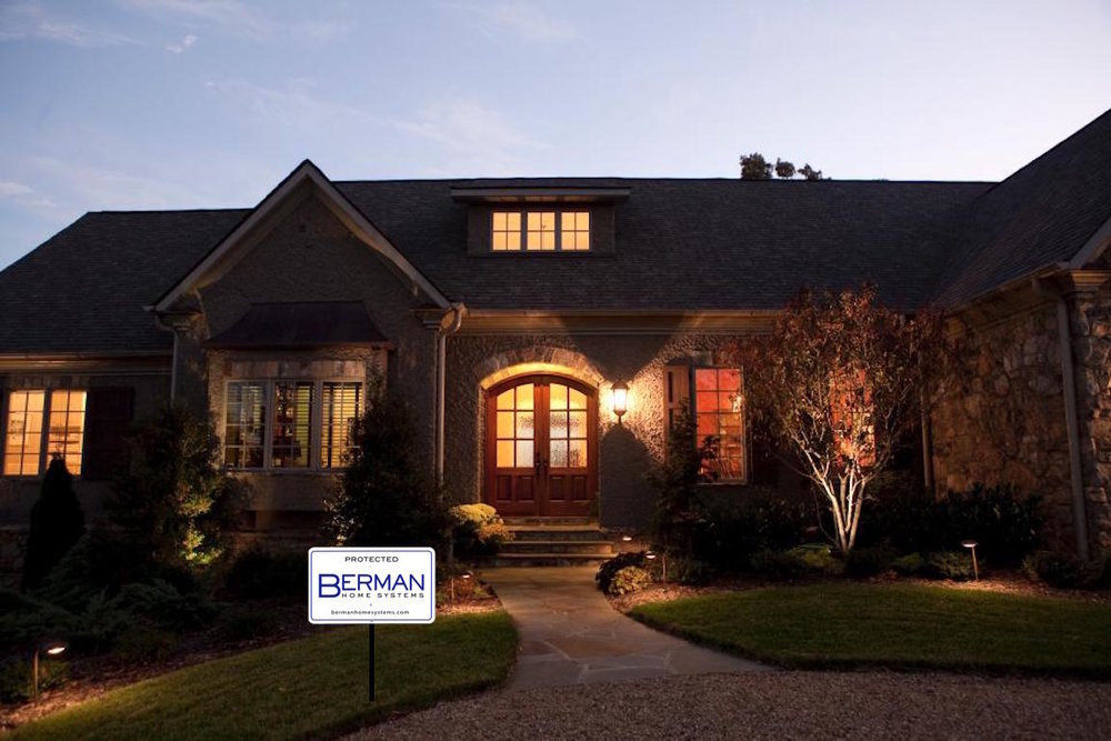 ACM-Design_Mountain-Cottage-front-exterior.jpg.rend.hgtvcom.966.644.jpeg