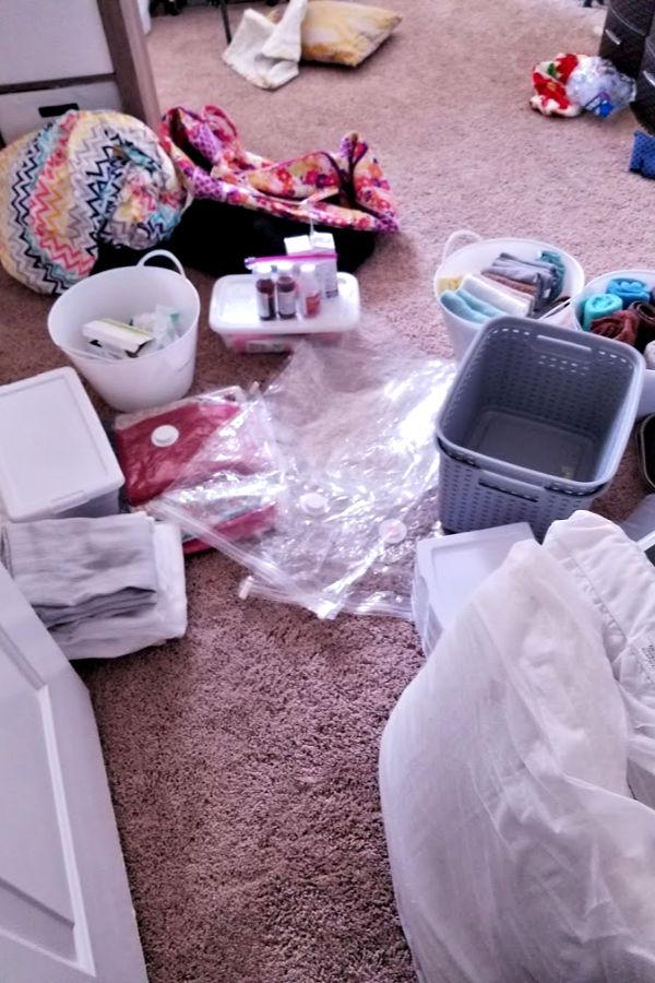 how-to-declutter-a-closet.jpg