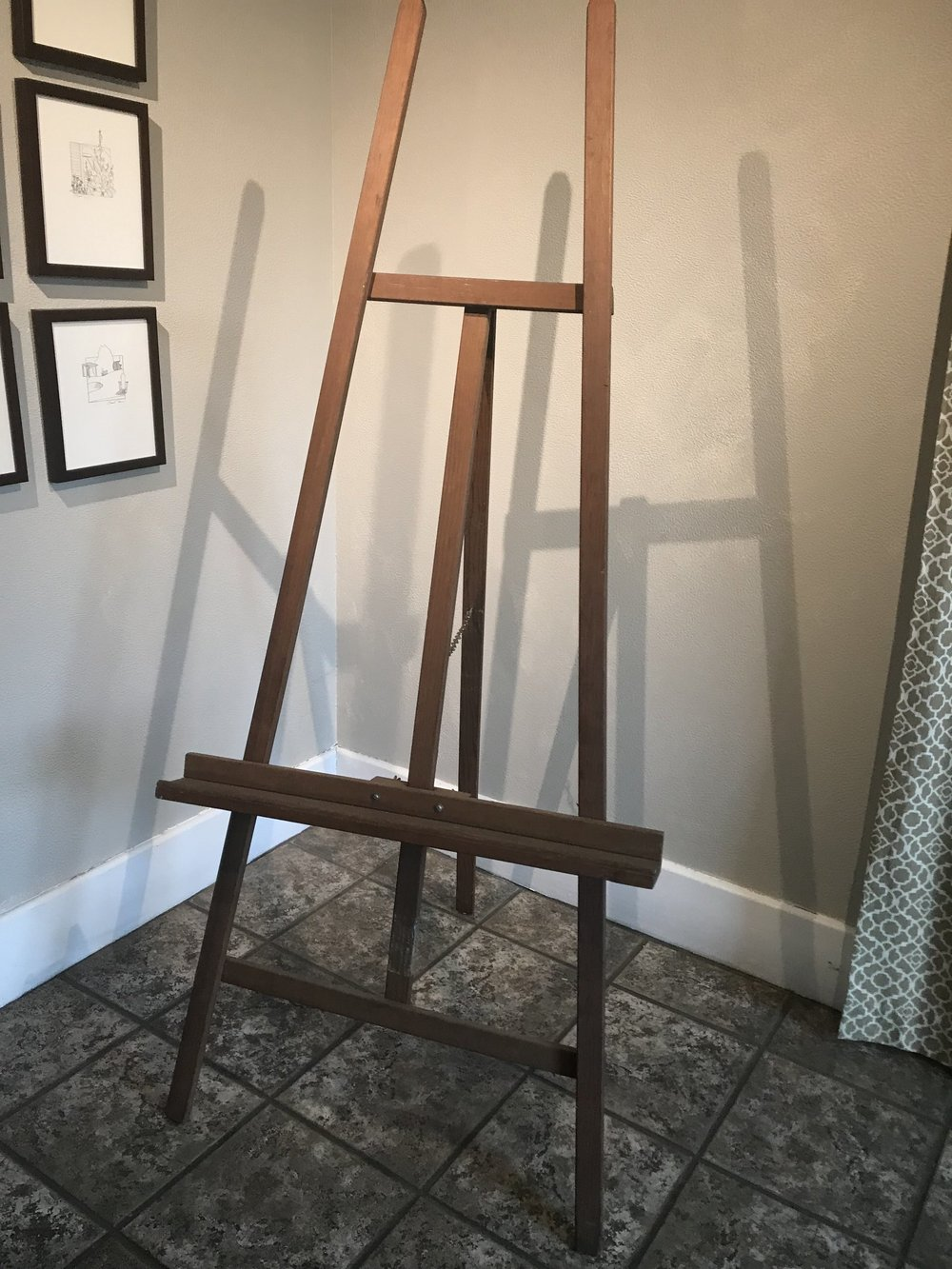<p><strong>Vintage Standing Easel</strong>$15</p>