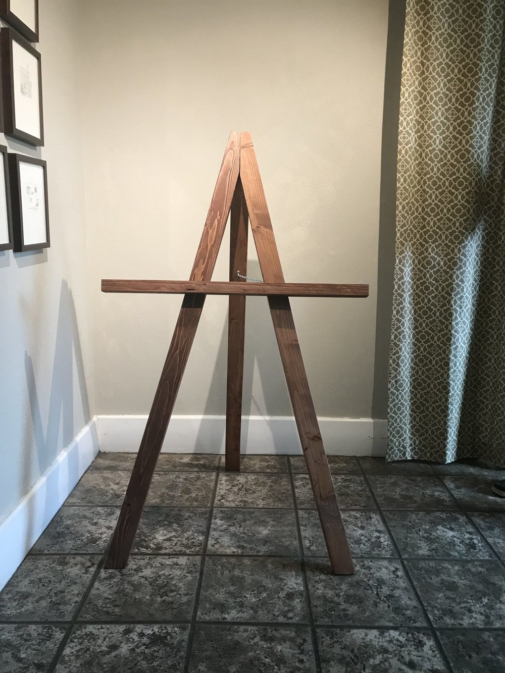 <p><strong>Tri Standing Easel</strong>$15</p>