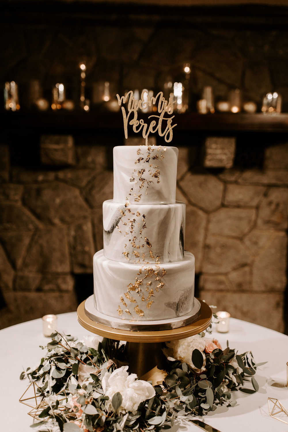 Have you ever seen a more GORGEOUS cake?! Melissa with  Cakes by Gray  really blew us away!