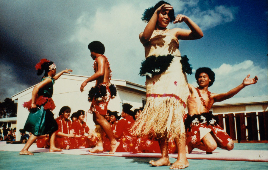 Glenn Jowitt , Auckland Secondary Schools' Maori And Pacific Islanders' Dance Festival, Hillary College, Otara, Auckland, 1981. Colour Cibachrome Print. Collection Of The Dowse Art Museum, Purchased 1984, J.W.T. Adams Bequest. Image Courtesy Of The Glenn Foundation