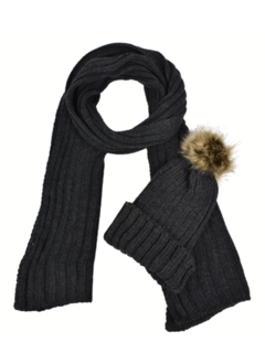 Wide range of beautiful quality scarves to keep you warm this winter!
